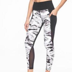 ATHLETA Vivid Salutation Pocket Tight Black White